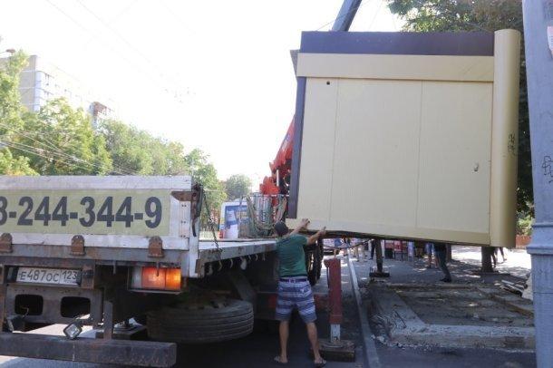 Мэр Краснодара начал побеждать в войне против незаконных ларьков