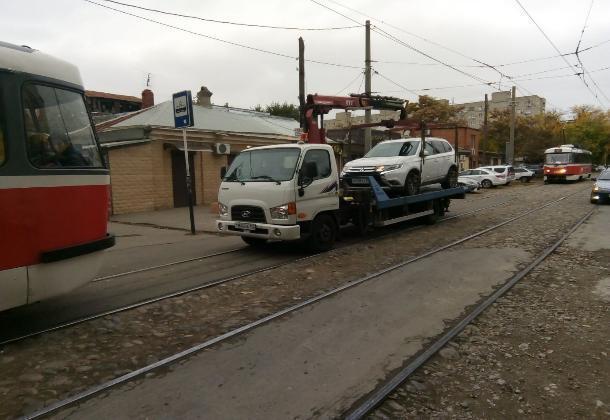 Вспоминаем ПДД: в каких случаях краснодарцам можно ездить по трамвайным путям?