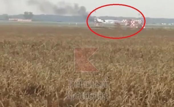 «Горящий» самолет в аэропорту Краснодара напугал горожан