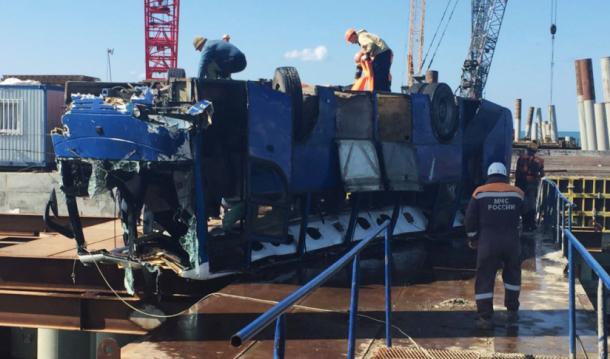 Число погибших при падении в Темрюкском районе автобуса в море возросло