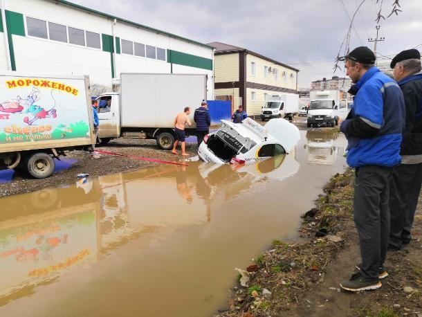 «Яндекс.Такси» затонуло в Музыкальном микрорайоне Краснодара
