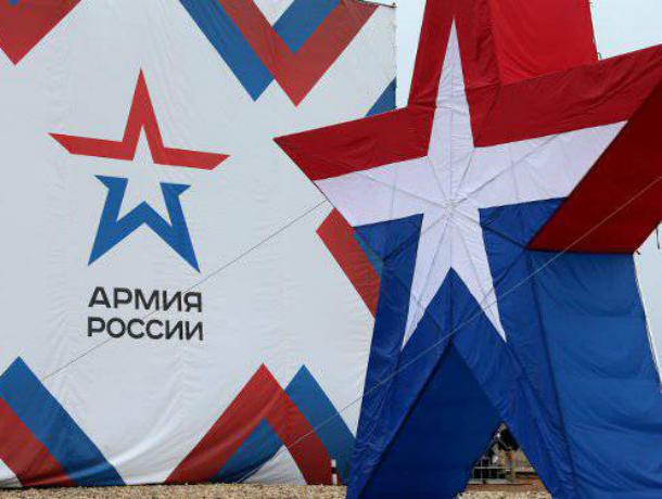 Иностранцы в Сочи активно скупают футболки с надписью «Армия России»