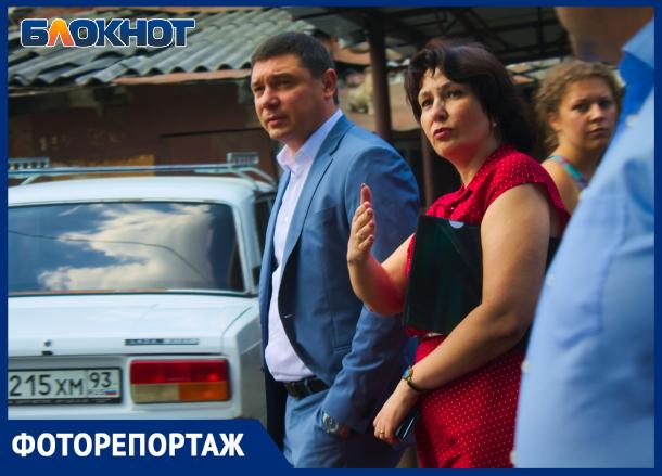 Пепелище сгоревшего дома на улице Коммунаров посетил мэр Краснодара
