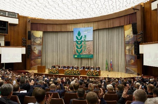Оренбургская делегация участвует вфермерском Съезде в столицеРФ