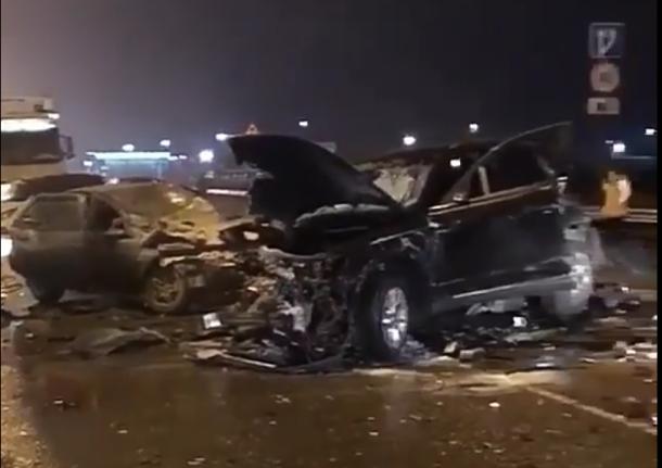 В страшной аварии под Краснодаром погибли два человека, пятеро пострадали