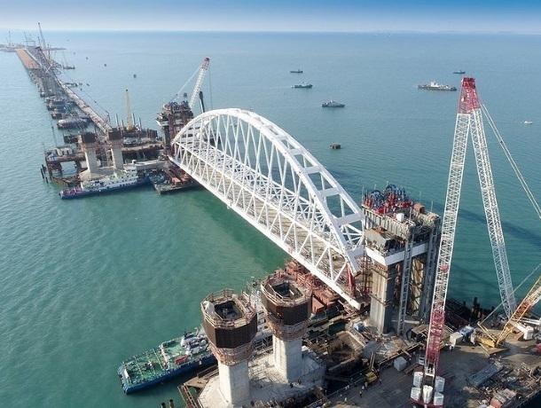 Еще не открыли, но уже ограничили движение по Крымскому мост