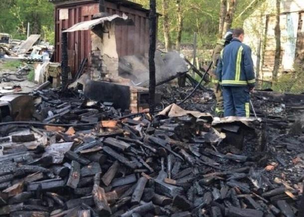 Стали известны обстоятельства гибели девушки и троих детей при пожаре в Геленджике