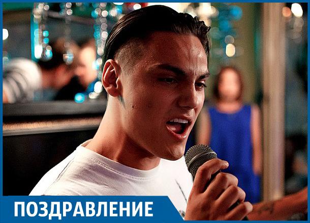 Участник шоу «Песни» на ТНТ Руслан Кримлидис празднует день рождения