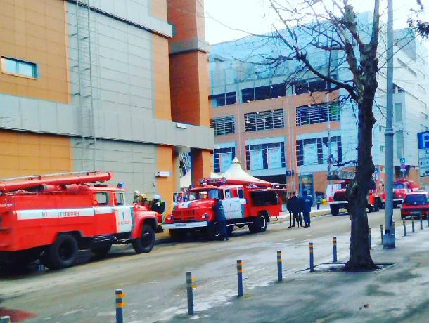 В коммерческом центре «Галерея» произошел пожар