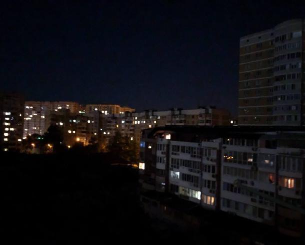 Жители Краснодара провели всю ночь без света
