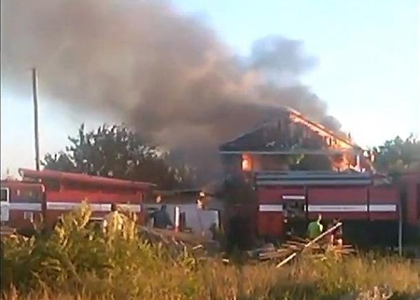 Двухэтажный дом сгорел в Ейске