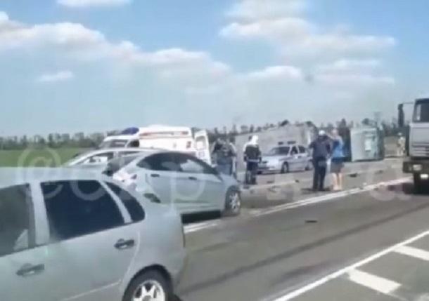 В смертельном массовом ДТП на Кубани столкнулись 7 машин