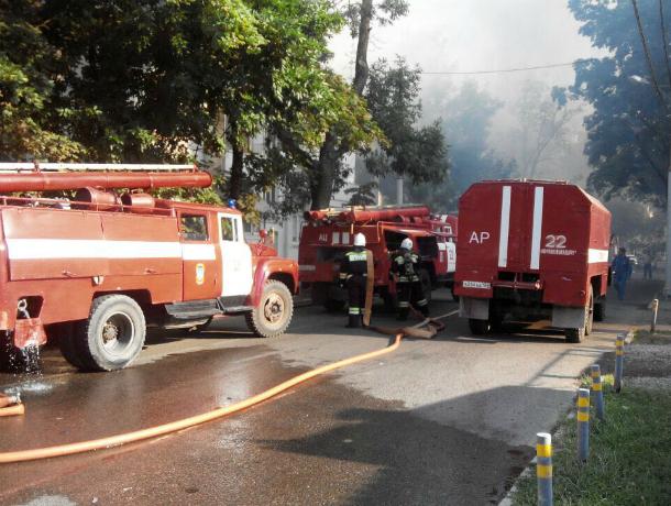 Пожар вцентре Краснодара гасят 70 человек