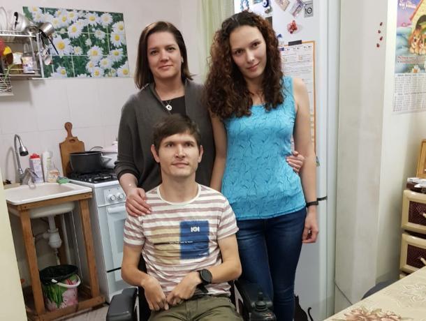 Депутат Госдумы помогла жителю Кубани получить долгожданную инвалидную коляску