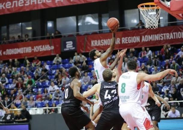 С разгромным счетом победил «Локомотив-Кубань» на домашней арене «Парму»