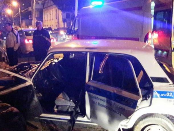 ВНовороссийске двое полицейских пострадали вДТП сфургоном