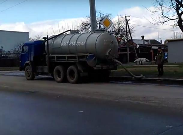 Я первый день работаю: Ассенизатор слил отходы в краснодарскую канализацию