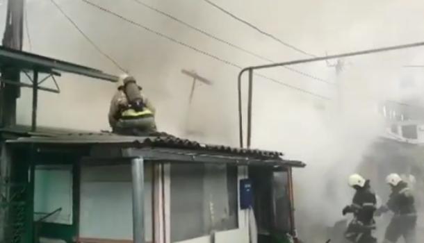 В центре Краснодара загорелась квартира