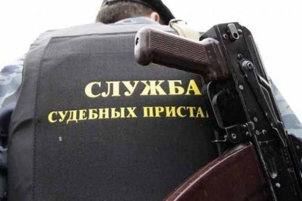 Судебные приставы с юристом вымогали салиментщика взятку вКраснодаре