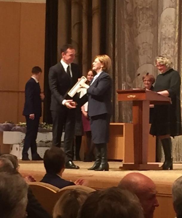 Глава Минздрава РФ наградила кубанского врача за юридическую защиту своих коллег