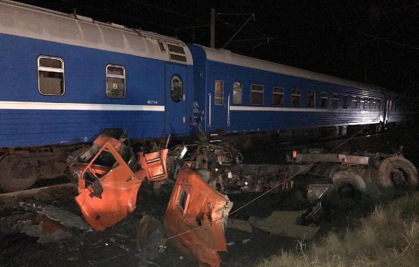 Поезд и грузовик столкнулись в Краснодарском крае: пострадало 18 человек