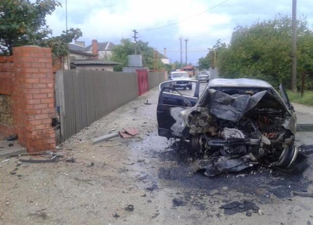 ВНовороссийске шофёр без прав наиномарке протаранил забор