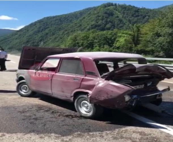 В Сочи в ДТП пострадали четверо взрослых и двое детей
