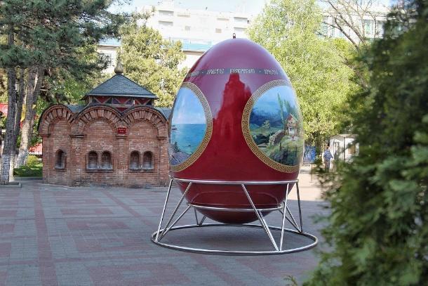 Пасхальное яйцо весом в полтонны привезли в Краснодар