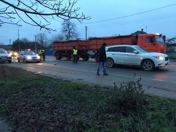 В Тбилисском районе пьяный тракторист наехал на двух пешеходов