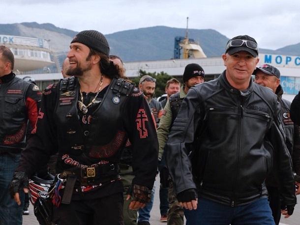 Мэр Новороссийска покатался с «Ночными волками» на мотоцикле