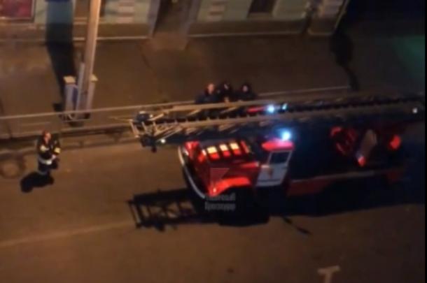Спасатели эвакуировали людей с террасы краснодарского ресторана