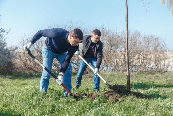 Мэр Краснодара очередной раз принял участие в субботнике
