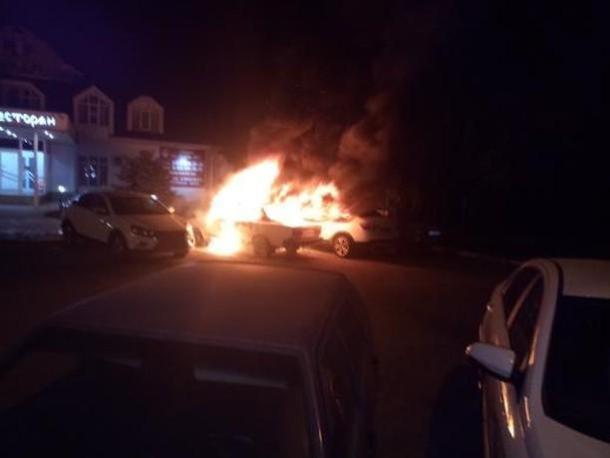 Три автомобиля сгорели в ночном пожаре в Краснодаре