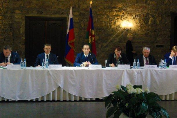 «Кубань должна стать виноградником России», - председатель ЗСК Бурлачко