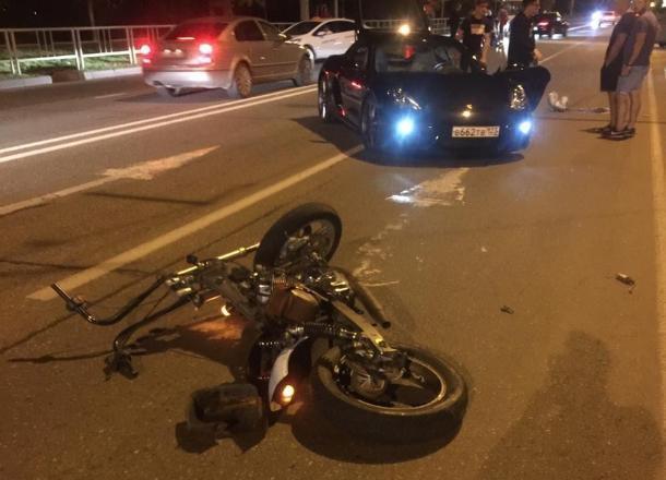 Водитель Porsche сбил мотоциклиста в Юбилейном микрорайоне Краснодара