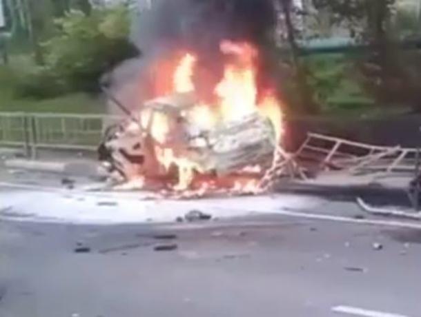 Появилось видео ДТП вСочи, где из-за загоревшегося БМВ пострадали шесть человек
