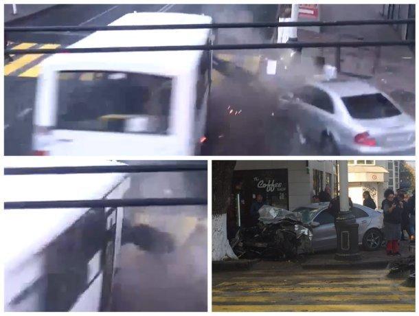Появилось видео ДТП в Краснодаре: водитель автобуса вылетел через пассажирское окно