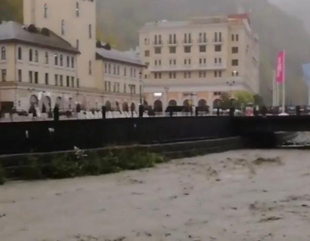 Сочи перенял эстафету у Туапсе: затоплено две больницы и несколько домов