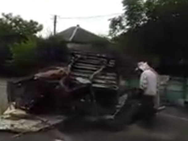 На Кубани перевернулась машина с пчелами: автомобилисты опасаются массового нападения