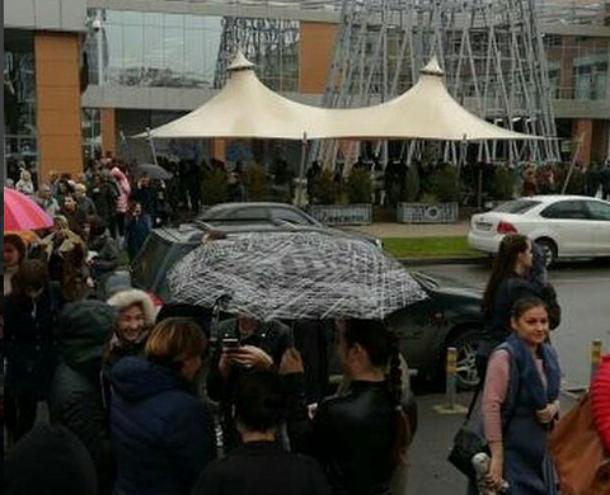 Из-за угрозы взрыва в Краснодаре эвакуировали людей из трех торговых центров