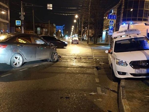 В ДТП с «Яндекс.Такси» в Краснодаре пострадал один человек