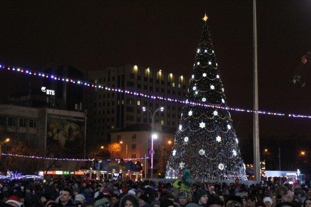 Новый год на Театральной площади встречали 12 тысяч краснодарцев