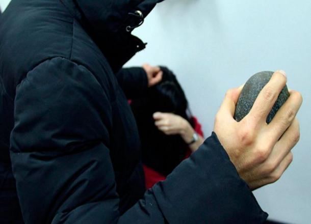 В Краснодаре задержали мужчину, избившего и обокравшего водителя такси
