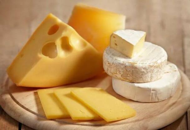 На Кубани уничтожили 450 кг санкционных сыров