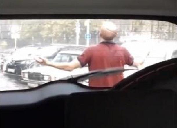 Краснодарец помолился на проливной дождь