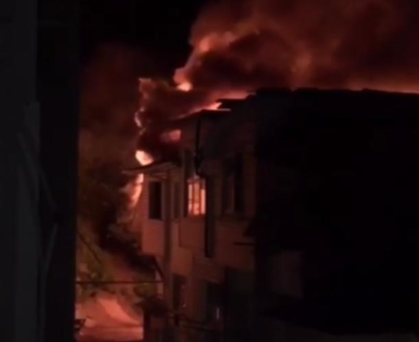 Сгорела еще одна частная гостиница в сочинском гаражном кооперативе