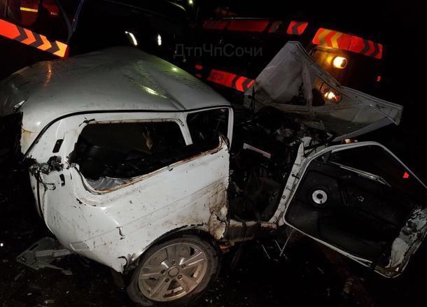 Очевидцы о смертельной аварии в Сочи: «Перед глазами пассажир «Нивы» шевелится»