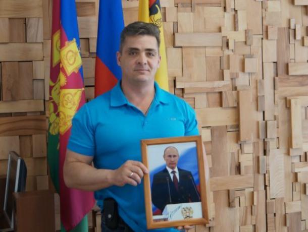 Гражданин Новороссийска получил от Путина именной подарок