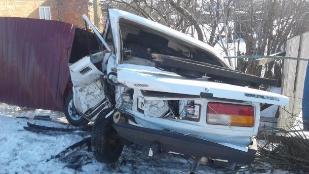 ВПавловском районе нетрезвый шофёр протаранил припаркованный автомобиль