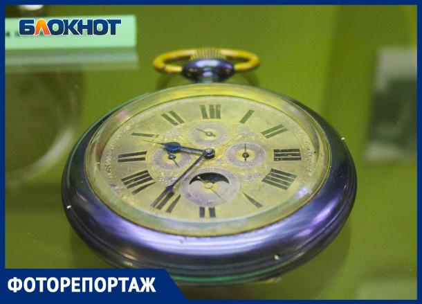 Самые древние часы показали на выставке в Краснодаре